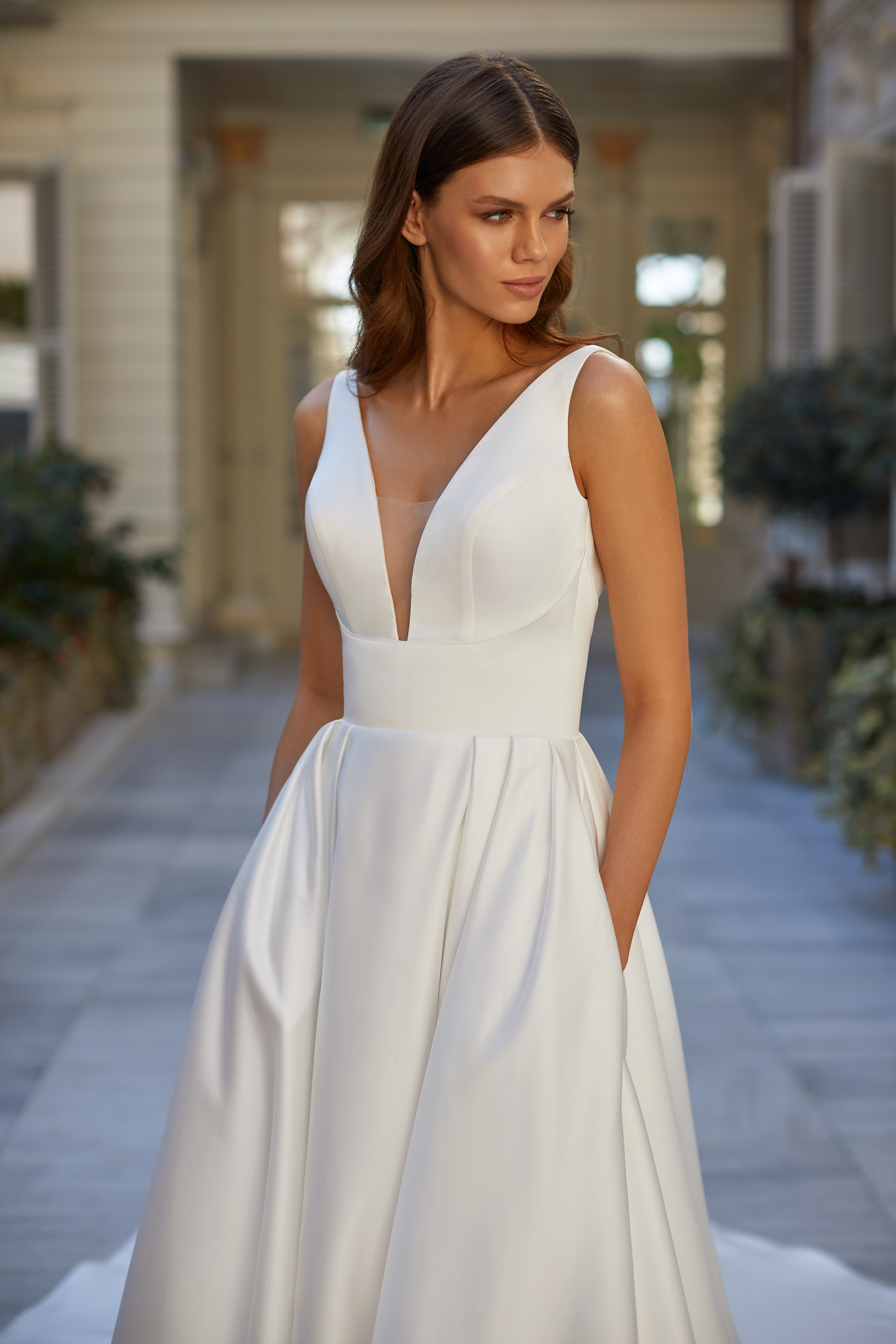 Rochie de mireasa MillaNova Colectia White & Lace 2021